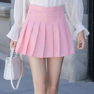 Short pleated skirt with stretchy shorts